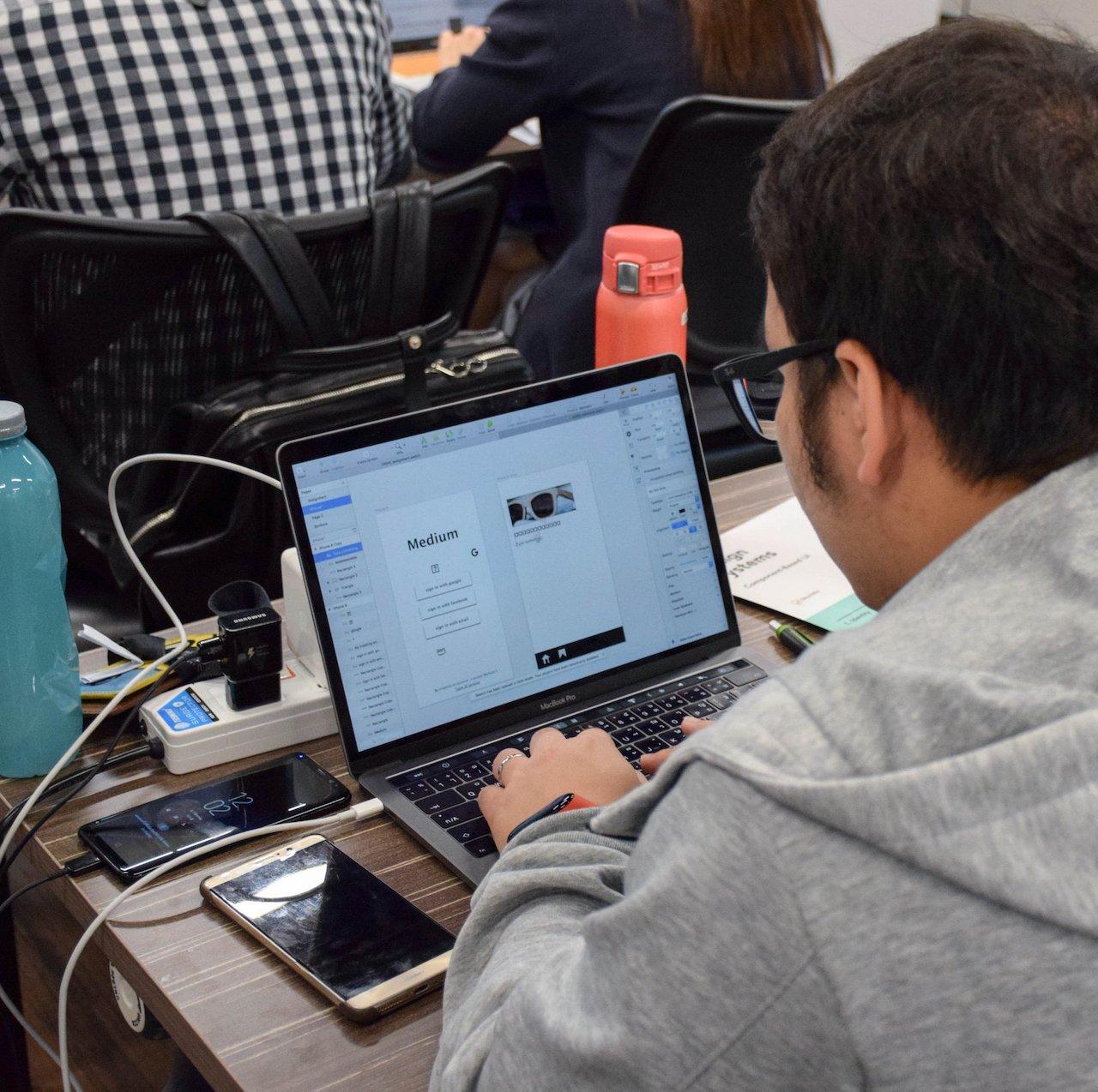 Skooldio Workshop: Design Systems with Sketch